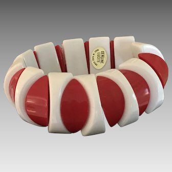 Vintage 1960s Mod red and white lucite stretch bracelet