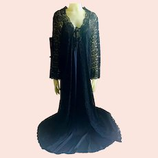 Vintage Black Peignoir in Nylon and Lace Size Small