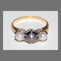 Vintage THREE PEARL RING - 18K Gold Mounting   (Black & White Pearls)