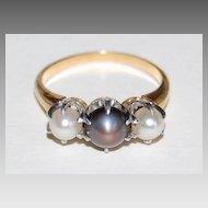 Vintage THREE PEARL RING - 18K Gold Mounting   (Black & White Pearls)