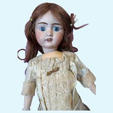 Jules Verlingue French doll in wonderful original dress