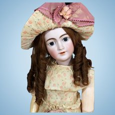 Exceptional Simon & Halbig 1159 young Lady Doll in Largest Size