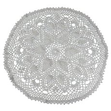 Vintage Hand crocheted White Cotton Doily with Grapes