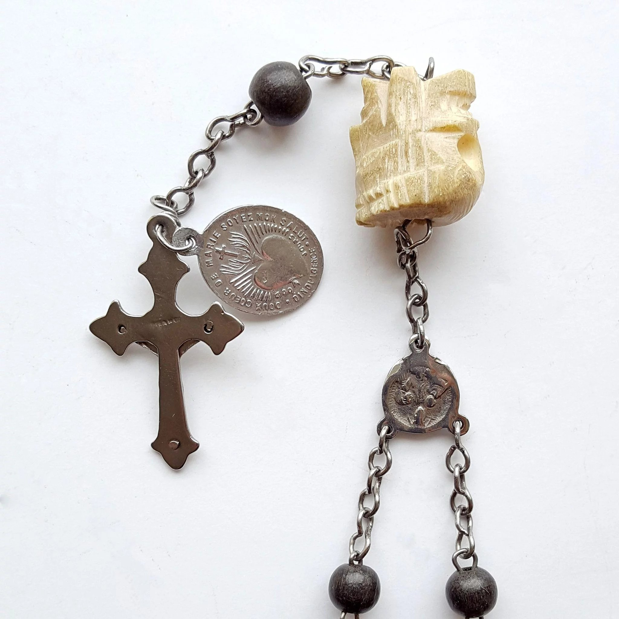 dating antique rosaries Official diocese of wilmington 150th anniversary custom rosary with 8mm round bohemian glass beads, in dark red color, custom crucifix, centerpiece and our father medals in antique gold finish: recommended donation : $3000 each.