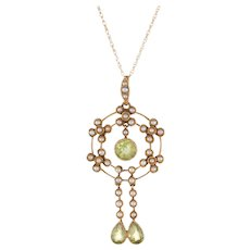 Antique Edwardian Lavaliere Pendant Peridot Seed Pearl Necklace 15 Karat Yellow Gold