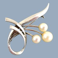Vintage MIKIMOTO Cultured Pearl Sterling Silver Pin