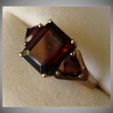 SALE: 9 Carat Gold Garnet Ring.