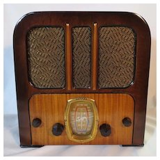 Crosley Model  516 Mini Tombstone (1936) Tube Radio