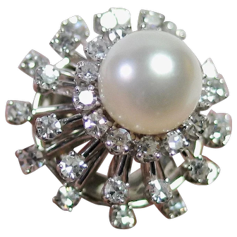 Stunning Cocktail Ring! Cultured Pearl surrounded by 1.10cts of Diamonds