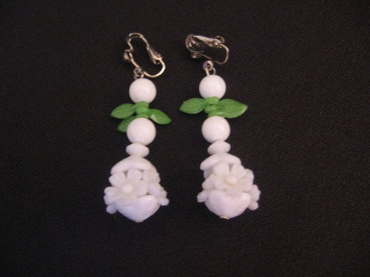 Vintage Lucite White Flower Made In Hong Kong Necklace And Earrings