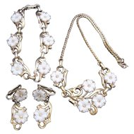 Vintage White Flower and Goldtone Parue