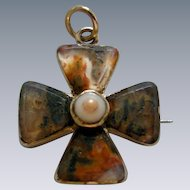A Georgian 15ct Gold and Agate Maltese Cross Circa 1830.