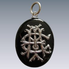 A Victorian Agate Mourning Locket. Circa 1875.