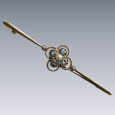 An Edwardian 15 ct Gold, Aquamarine and Seed Pearl Brooch. Circa 1905.
