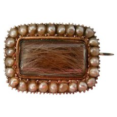 A Georgian 9 ct Gold and Seed Pearl Mourning Brooch. Circa 1820.