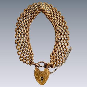 An Edwardian 9ct Gold Gate Link Bracelet. Circa 1905