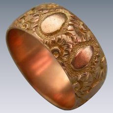 A Victorian 9 ct Gold Engraved Band Ring. Circa 1890.