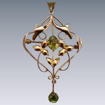 An Edwardian 9ct Gold & Peridot Pendant. Circa 1905.