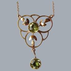 An Edwardian 9 ct Gold and Peridot Pendant. Circa 1905