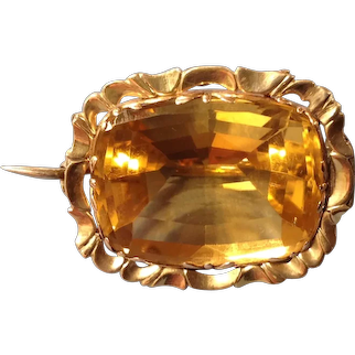 An Early Victorian 15ct Gold and Citrine Brooch. Circa 1840