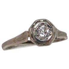 Art Deco 18 Karat Gold Filigree Diamond Engagement Ring