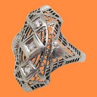 1925 Art Deco 18 Karat White Gold Filigree Diamond Right Hand Ring