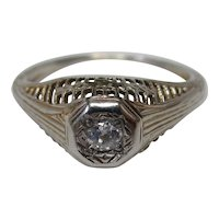 Art Deco Diamond 18 Karat Gold Filigree Engagement Ring, circa 1920