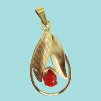 Austrian Edwardian 14 Karat Yellow Gold Red Coral Flower Pendant