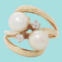 14 Karat Yellow Gold Pearl and Diamond Bypass Mi et Toi Ring