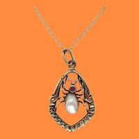 1910 Edwardian 14K Yellow Gold Pearl and Garnet Insect Pendant