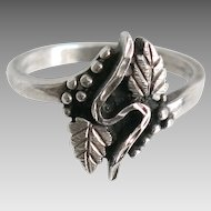 Vintage Sterling Grapes and Leaf Ring SS Silver Wine Lover Size 8