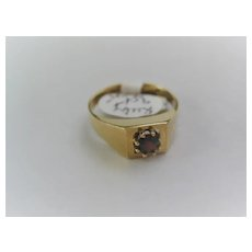 Pretty 9ct Rose Gold Garnet Solitaire Ring Size 5