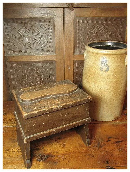 Click to expand - Grandpa's Old Wooden Shoe Shine Box W. Scalloped Legs SOLD Ruby Lane