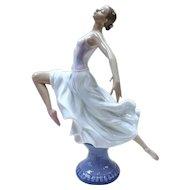 Lladro Figurine - Graceful Ballet #6240