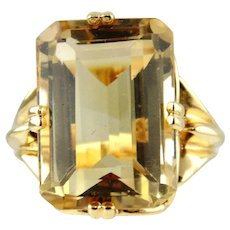 Lady's Citrine Solitaire Style Ring 14kt Yellow Gold