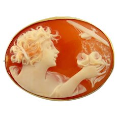 18K Yellow Gold Vintage WWII Style Shell Cameo Brooch
