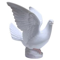 LLadro-Taking Flight (Dove)