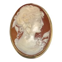 Gorgeous Vintage Lady's Shell Cameo Brooch/Pendant, circa 1950s