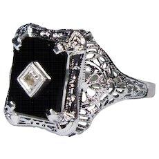 Antique Art Deco 10K White Gold Onyx & Diamond Filigree Ring
