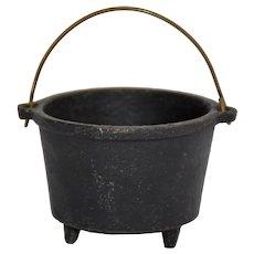 Vintage Miniature Cast Iron Bean Pot Virginia Metalcrafters 3-Leg English Kettle Wire Swing Handle