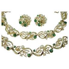 Vintage LISNER Necklace Bracelet Earrings Green Rhinestone Faux Pearl Parure