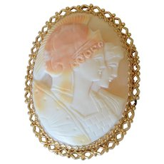 Vintage Extra Large 14K Yellow Gold Shell Cameo Brooch/Pendant