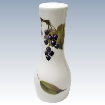 Reduced 20% - Royal Worcester - Evesham Gold - Fine Porcelain - Pepper Shaker - Peach and Currants
