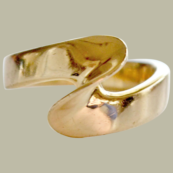 Modern Wave Shape Ring 14 Karat Gold