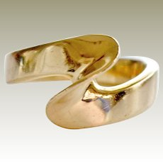Abstract and Modern Wave Shape Ring 14 Karat Gold 3 Grams