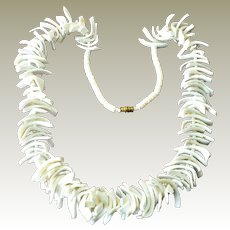 Necklace Gleaming Snowy White Spiky Shell