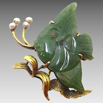 14 Karat Yellow Gold Carved Jade Fish Pin with Cultured Pearls