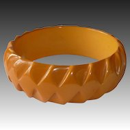 Bakelite Bracelet Carved Optical Diamond