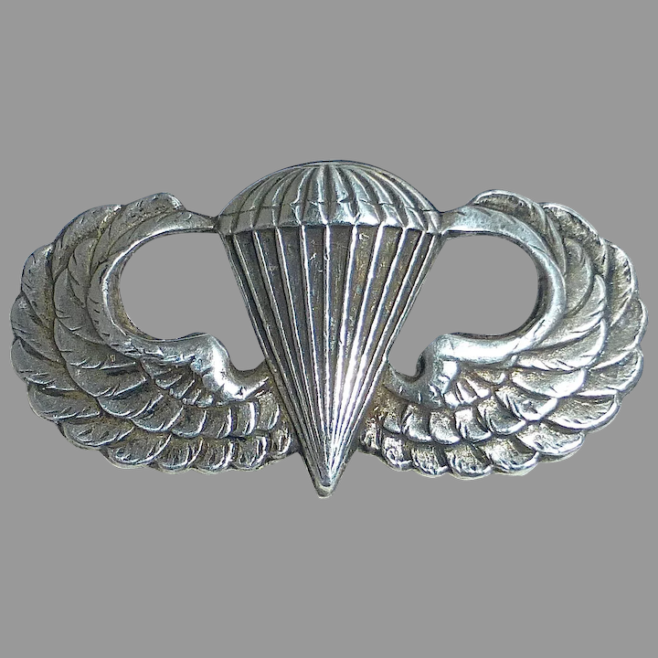 INFANTRY PARATROOPS Badge émail // Pins