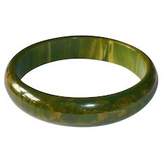 End of the Day Bakelite Bangle Bracelet Green & Yellow Swirl